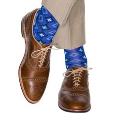 Dapper Classics socks are expertly knitted in North Carolina at a third-generation mill. Every sock is made with style and comfort in mind, guaranteeing that you look and feel your best. Our motif des