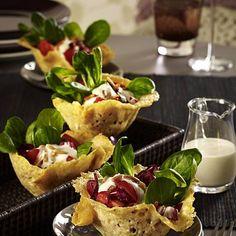 Parmesankörbchen mit Salat à la Caesar Rezept   LECKER