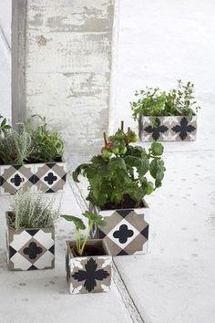 Por que limitar os blocos de concreto a ficarem escondidos dentro das paredes? Nada disso! Eles podem ser usados também na decoração. ...