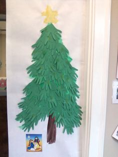 Hand print Christmas tree foor. Preschool craft