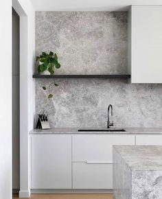 Stone Benchtop Kitchen, Stone Kitchen, Kitchen Splashback Ideas, Shabby Chic Kitchen, Home Decor Kitchen, Modern Kitchen Design, Interior Design Kitchen, Modern Grey Kitchen, Stone Interior