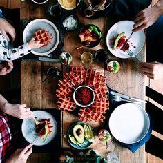Beetroot waffles with beetroot hummus / Marta Greber