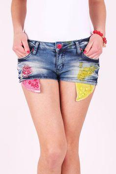 Rifľové kraťasy Denim Shorts, Women, Fashion, Moda, Fashion Styles, Fashion Illustrations, Woman, Jean Shorts