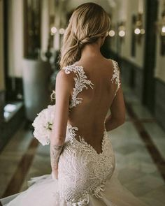 The #lovely #Loretta. With #details that cant be matched. Join us in Napoli to become a #GLbride at @celebritysposa from Jan 5-7! Register online.
