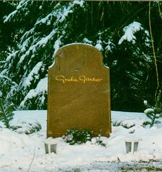 GretaGarbo was notorious for spurning autograph requests--checks she signed occasionally appear on the collectibles market for well over a thousand dollars--butetched foreverlastingness on her gravestoneisthemuch-solicitedsignature.Shedied inManhattan in 1990, age 84, and is buriedat Skogskyrkogården (The Woodland Cemetery) in Stockholm, the city of her birth.