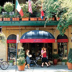 Old Florida style meets chic new shops and cafes in this small town just minutes from Orlando. Insiders guide to Winter Park Orlando Travel, Orlando Vacation, Florida Vacation, Florida Travel, Moving To Florida, Old Florida, Central Florida, Florida Style, Winter Park Orlando