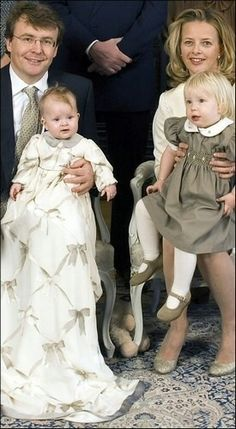 Prince Friso and Princess Mabel with their two girls in happier times. *What is it with Mabel and bows? She had that horrid wedding gown with over 200 bows on it, and now this christening gown with bows printed onto the fabric? Dutch Princess, Princess Mary, Prince And Princess, Royal Brides, Royal Weddings, King Of Netherlands, Royal Dutch, Princess Pictures, Smocking