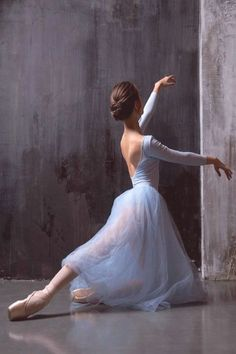 Ballet dancer - The MAN Ballet Dancer Sophisticated 50876670777622641 Ballet Painting, Ballet Art, Ballet Dancers, Ballerinas, Dance Photography Poses, Dance Poses, Ballerina Photography, Ballet Pictures, Dance Pictures
