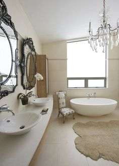 Great mx of traditional and modern. Love the tub. Oubaai Golf Estate Home | House and Leisure