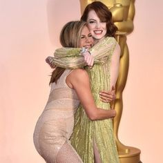 Cutest couple ever?! Jennifer Aniston and Emma Stone are two of our favorite leading ladies in Ho....