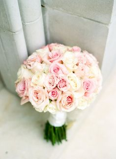 Photography : Dana Fernandez Photography Read More on SMP:… Rose Bridal Bouquet, Pink Rose Bouquet, Bride Bouquets, Bridal Flowers, Mod Wedding, Dream Wedding, Wedding Decor, Roses Photography, Cream Roses