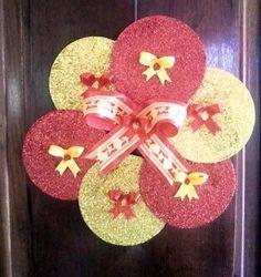 Image result for CDs reciclados Christmas Tree Design, Christmas Makes, Christmas Art, Christmas Wreaths, Christmas Decorations, Xmas, Holiday Decor, Cd Crafts, Diy And Crafts