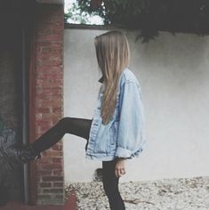 "hipster fashion <<<<<<<<this is grunge, not ""hipster"" Mode Style, Style Me, Hipster Stil, Alternative Rock, Leila, Looks Street Style, Vintage Jeans, Vintage Jacket, Moda Fashion"