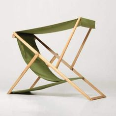 Contemporary deckchair in solid wood Folding Furniture, Garden Furniture, Wood Furniture, Modern Furniture, Furniture Design, Outdoor Furniture, Folding Chairs, Furniture Removal, Chaise Diy