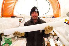 南極のオーロラ盆地(Aurora Basin)で採取した氷床コアを手にするプロジェクトリーダーのマーク・カラン(Mark Curran)氏(撮影日不明)。(c)AFP/AUSTRALIAN ANTARCTIC DIVISION/TONY FLEMING ▼9May2014AFP|南極で2000年前の氷床コアを採取 http://www.afpbb.com/articles/-/3014472 #Ice_core #Nucleo_de_hielo #Carotte_de_glace #Eisbohrkern #Iskerne #Carota_di_ghiaccio #IJskern #Testemunho_de_gelo #Iskjerne #Jaakairausnayte #Rdzen_lodowy #Mark_Curran