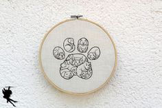 Besonderes Hundepfötchen  Wanddeko Leinenbild von DieNaehfeeNoir