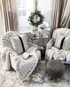 Awesome Winter Simple Living Room Decor Ideas You Must Try 39 Simple Living Room Decor, Cozy Living Rooms, First Apartment Decorating, Cool Rooms, Cozy House, Living Room Designs, House Design, Home Decor, Decor Ideas