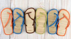 3 DIY ways to organize flip-flops, tank tops and swimsuits