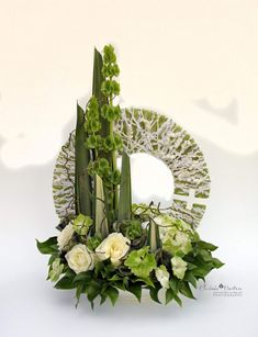 Pin about Modern flower arrangements on bukiety Contemporary Flower Arrangements, White Flower Arrangements, Flower Centerpieces, Beautiful Bouquet Of Flowers, White Flowers, Indoor Flowers, Tropical Flowers, Funeral Flowers, Arte Floral
