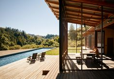 Designed by Malcolm Davis Architecture, Camp Baird is an off-grid retreat in Healdsburg, a city in Sonoma County, in California's Wine Country. Langer Pool, Architecture Design, California Living, California Wine, Healdsburg California, Northern California, Davis California, California Houses, Off Grid House