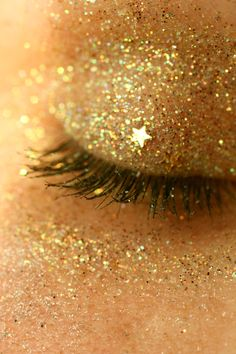 Gorgeous glitter eye makeup!