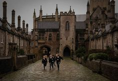 harry potter shared by ᴄʜᴀʀʟᴏᴛᴛᴇ on We Heart It Image discovered by ᴄʜᴀʀʟᴏᴛᴛᴇ. Find images and videos about harry potter and hogwarts on We Heart It – the app to get lost in what you love. Boarding School Aesthetic, Inka Williams, Living In London, Into The West, Slytherin Aesthetic, Old Money, The Secret History, Sombre, Private School