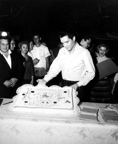Elvis birthday party at the end of the Wild in the country production in january 6  1961.