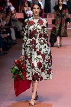 Dolce & Gabbana Autumn/Winter Ready To Wear Milan Fashion Week Dolce Gabbana Women, Dolce Gabbana 2016, Runway Fashion, Fashion Show, Womens Fashion, Fashion Design, Milan Fashion, Style Fashion, Fashion Decor