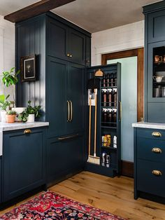 9 Unexpected Kitchen Storage and Organization Ideas You Didn't Try Last Spring Updated Kitchen, Diy Kitchen, Kitchen Storage, Kitchen Design, Kitchen Ideas, Condo Kitchen, Kitchen Upgrades, Cabinet Storage, Kitchen Office