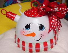 Snowman tea pot ~ cute idea! Would be a good idea as a gingerbread man also.  I see possibilities! lol