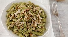 Pesto pasta with vegetarian pulled chicken