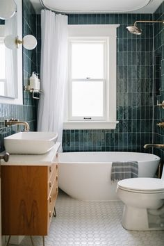 Read more about 15 kitchen cleaning hacks. Bathroom Inspo, Bathroom Inspiration, Bathroom Interior Design, Home Interior, Bathroom Renos, Master Bathroom, Home Design, Ideas, Home Decor