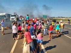 #News  MTST e movimentos socialistas fecham BR-365 durante protesto em Uberlândia