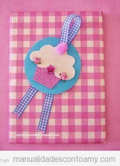 Manualidades en foamy cupcake para decorar regalo o libreta