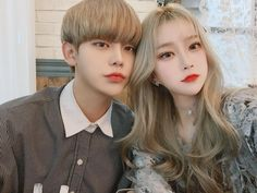 A imagem pode conter: 2 pessoas, selfie e close-up Ulzzang Korean Girl, Cute Korean Girl, Ulzzang Couple, Couple Aesthetic, Korean Aesthetic, Aesthetic Girl, Cute Couple Outfits, Korean Couple, Pretty People