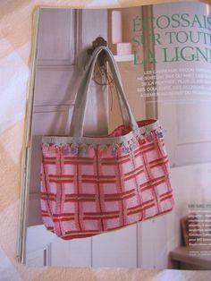Et, last but not least, ce petit bijou de sac par Catherine Bouquerel. La forme est simple, certes, mais la finition ô combien soignée.  Marie Claire Idées