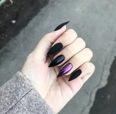 Semi-permanent varnish, false nails, patches: which manicure to choose? - My Nails Metallic Nails, Cute Acrylic Nails, Acrylic Nail Designs, Ten Nails, Nail Effects, Fire Nails, Perfect Nails, Halloween Nails, Nails Inspiration