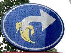 De Antwerpse politie zit verveeld met een straatkunstenaar die overal in de stad verkeersborden omvormt tot grappige cartoons. 'Als die aangepaste borden t... 3d Street Art, Our Country, Funny Signs, Urban Art, Ufo, Superhero Logos, Belgium, Travel Photos, Sculptures