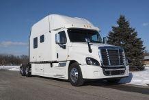 Bolt-Custom-Trucks-150-Inch-Sleeper-Platinum-Series-exterior3