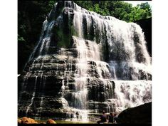12 Waterfalls you have to visit in the Southeast this sommer. If you live somewhere between Nashville, Chattanooga & Knoxville! Water holes, swimming!