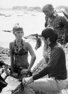 Trendy Womens Outfits : Brigitte Bardot et Eddie Barclay à Saint-Tropez en 1968 Mode Hippie, Hippie Man, Saint Tropez, Sexy Bikini, Looks Hippie, French Icons, Hippie Style Clothing, Bikini Triangle, Bridget Bardot