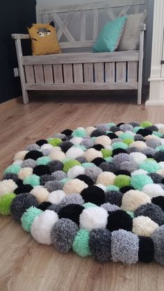 Carpet Runner Rods For Stairs Pom Pom Crafts, Yarn Crafts, Diy Home Crafts, Arts And Crafts, Tapetes Diy, Diy Para A Casa, Pom Pom Rug, Diy Carpet, Hall Carpet