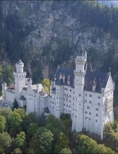 Beautiful Castles, Beautiful Places, Real Castles, French Castles, Scottish Castles, Places To Travel, Places To Visit, Castle On The Hill, Germany Castles