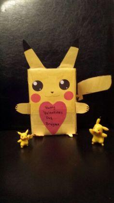 Use a cracker box and yellow construction paper Pikachu Pokemon Valentines Box. Use a cracker box and yellow construction paper. Pokemon Valentines Box, Lego Valentines, Valentine Day Boxes, Valentines For Boys, Valentines Day Treats, Valentine Day Crafts, Holiday Crafts, Valentine Ideas, Candy Crafts
