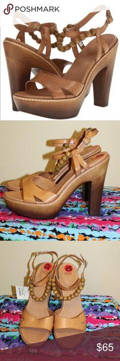 b5257542bc16 UGG Naima leather straps platform heel sandal 10 New without Box