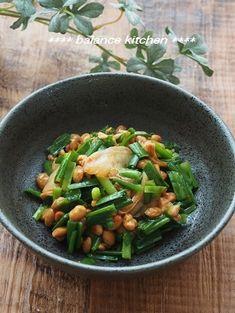 整腸作用抜群!ニラキムチ納豆 by 河埜 玲子 「写真がきれい」×「つくりやすい」×「美味しい」お料理と出会えるレシピサイト「Nadia | ナディア」プロの料理を無料で検索。実用的な節約簡単レシピからおもてなしレシピまで。有名レシピブロガーの料理動画も満載!お気に入りのレシピが保存できるSNS。 Japanese Dishes, Japanese Food, Veg Recipes, Tofu, Green Beans, Food And Drink, Meals, Vegetables, Cooking