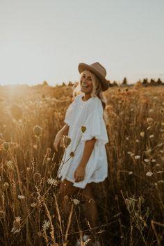 Foto Cv, Senior Photography Poses, Good Photography, Country Girl Photography, Summer Senior Pictures, Country Senior Pictures, Senior Photo Outfits, Summer Picture Outfits, Summer Outfits