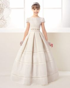 Classic rustic First Communion dress, in ivory.