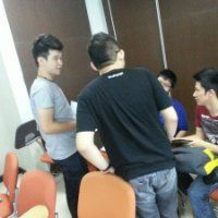Kevin Sanjaya with friends in one group discuss about quiz at Software Engineering lessons