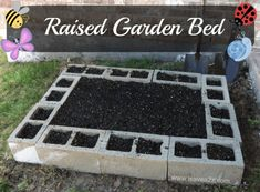 Want to learn how to build a raised bed in your garden? Here's a list of the best free DIY raised garden beds plans & ideas for inspirations. Raised Garden Bed Plans, Raised Bed Garden Design, Garden Design Plans, Raised Beds, Container Gardening, Gardening Tips, Organic Gardening, Companion Gardening, Vegetable Gardening